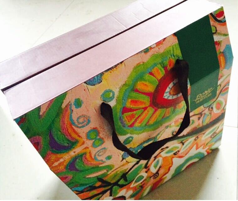 多彩禮品盒