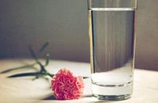 韩亚汗蒸:夏季如何正确喝水…