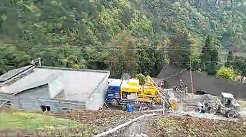 大山里的修路神器-贵州习水大山修路施工视频