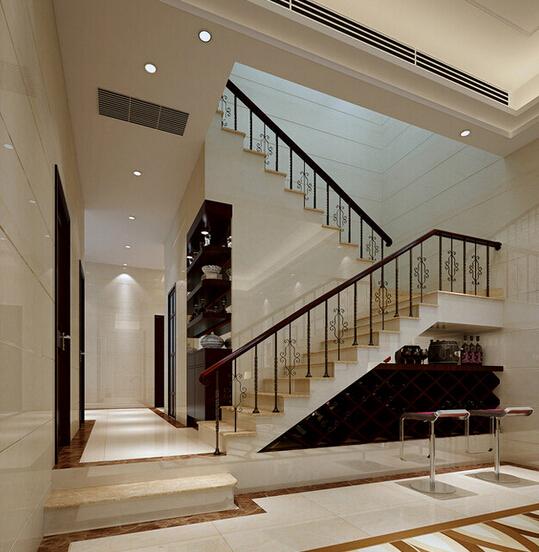 有些楼梯的设计为了装修效果会贴楼梯踏步砖或者