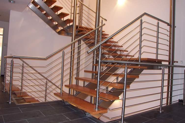 选购适合自己家的铁艺楼梯