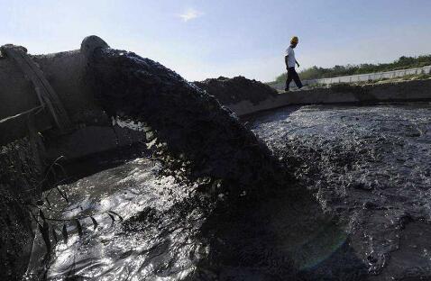 中国水污染事故每年1700多起 水源地污染触目惊心