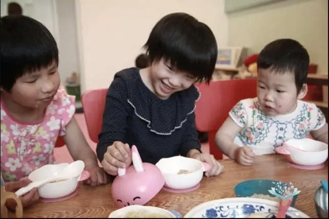 为爱分享,宝降抗菌奶瓶爱心捐赠小水滴重生基金
