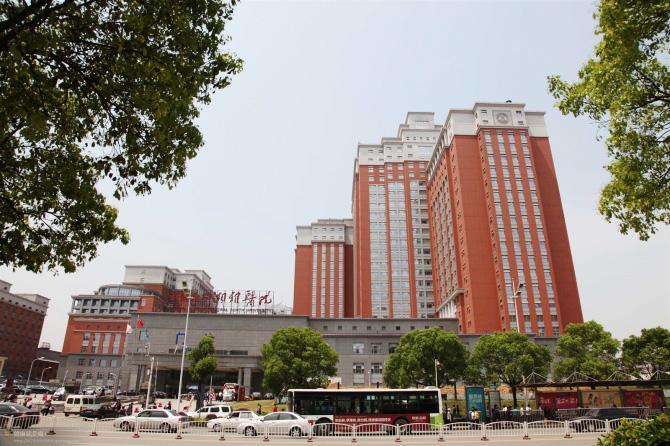中南大学湘雅医院-航天康达树脂门工程案例