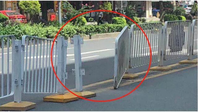 哭笑不得!男子为爱拆掉交通护栏!他真的不知道道路护栏的作用到底什么?