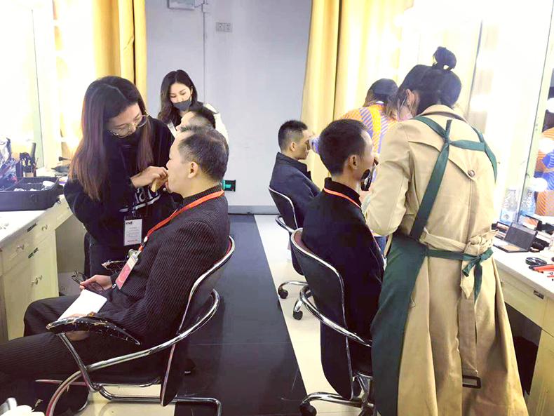 夏杨时尚化妆师为湖南电视台化妆造型