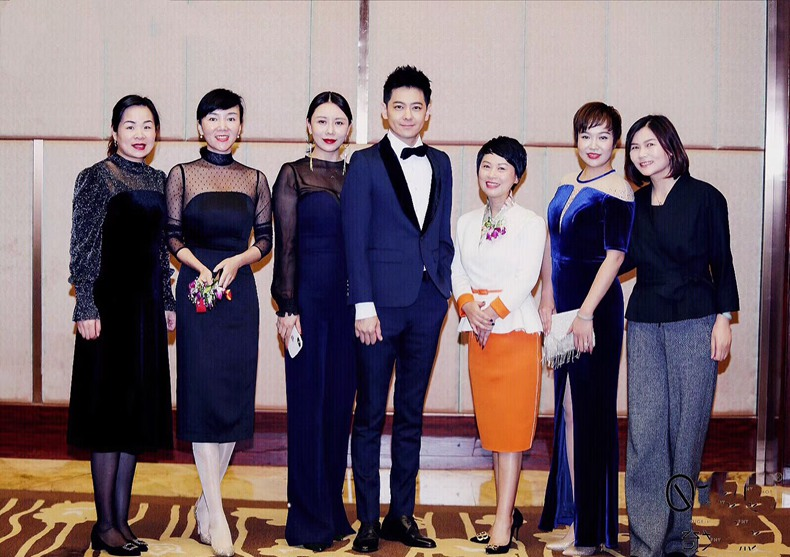夏杨受邀出席源点集团周年庆典