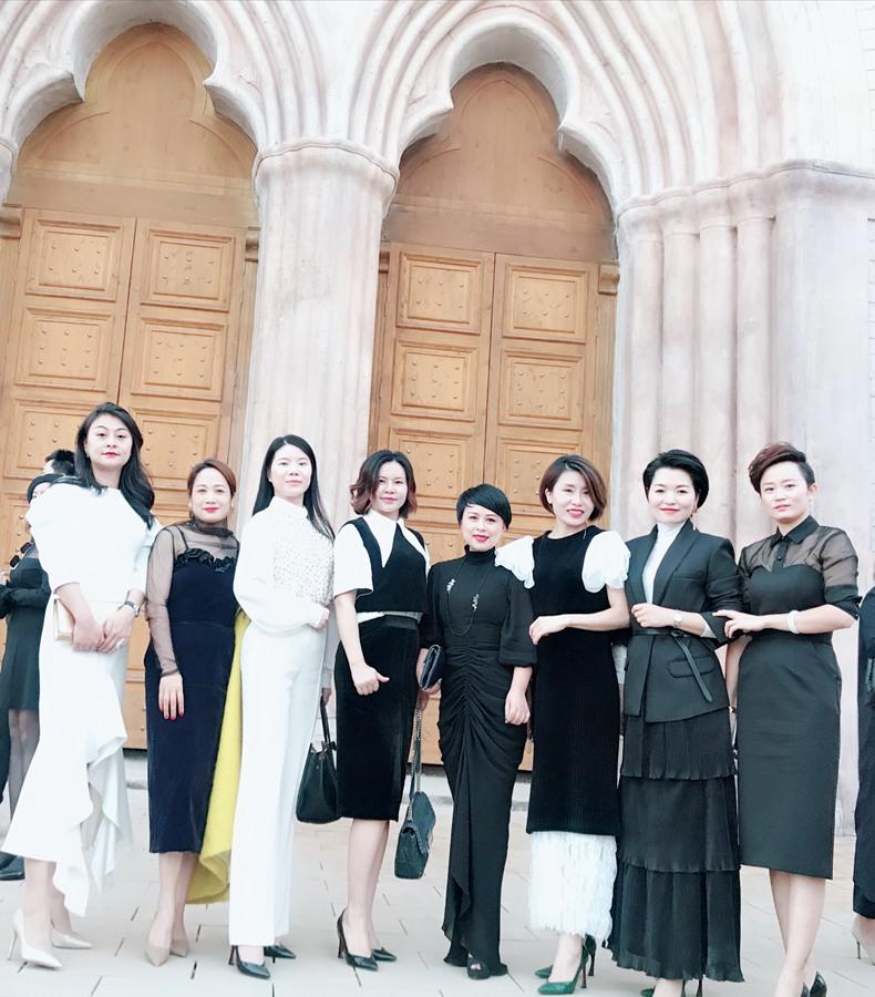 11月3日,夏杨女士受邀出席亚太城市秀