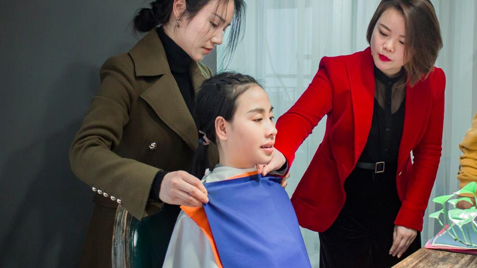 夏杨时尚高级搭配班学员色彩诊断实操练习
