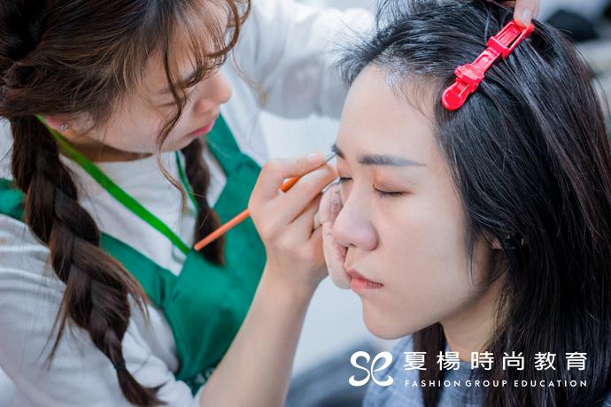 夏杨时尚跟妆实习-咿呀集团KOL形象拍摄