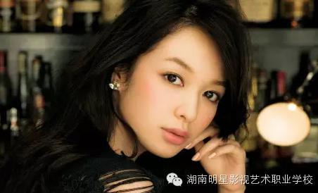 岳阳化妆学校干货分享_适合夏天的几种眼妆画法!