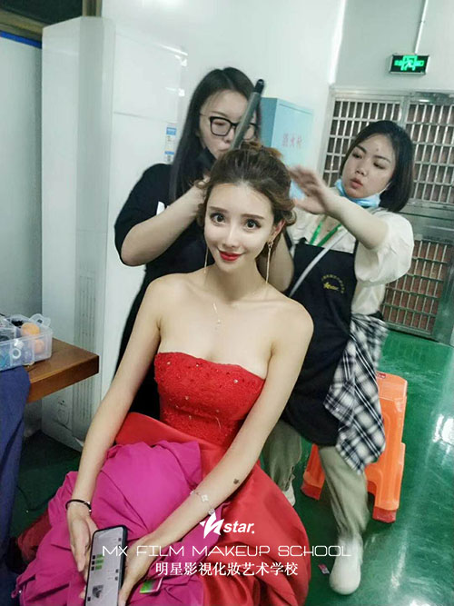 湖南明星化妆学校参与环球旅游小姐比赛