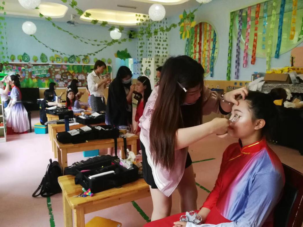 岳阳化妆培训学校干货分享_现在学化妆学费贵吗?