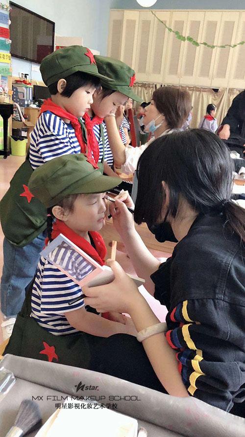 """明星化妆学校""""六一""""儿童节实习活动"""