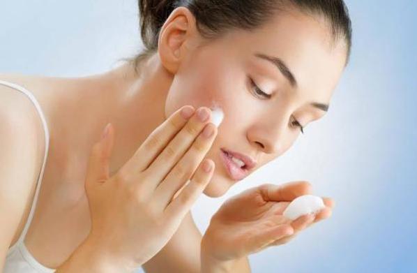衡阳化妆培训学校_夏季皮肤出油我们该怎么护肤?