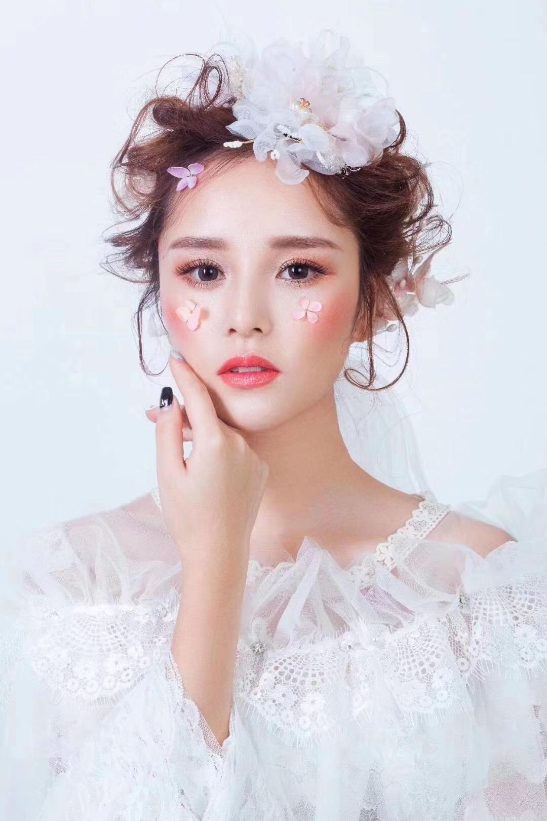 湖南长沙化妆培训学校_怎么避免短发显老气?