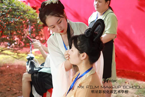 长沙明星化妆学校助力新国潮汉服节