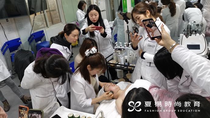 夏杨时尚教育特邀韩国皮肤管理专家来校授课