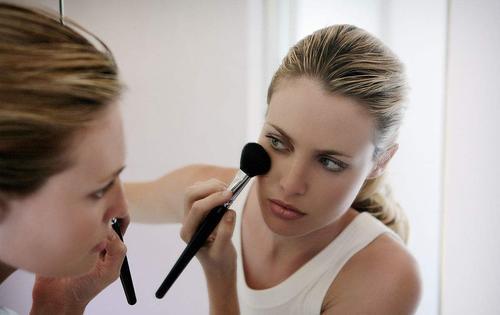 会化妆也要会护肤才行,化妆美容护肤并行发展!