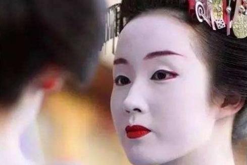"""长沙化妆学校介绍女生化妆就像""""精装修""""?"""
