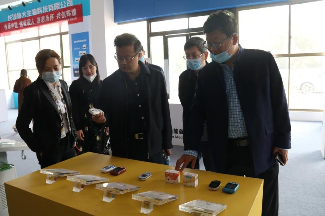 省工信廳消費品工業處處長王璞一行到省醫械協會開展醫藥及相關裝備國產化調研