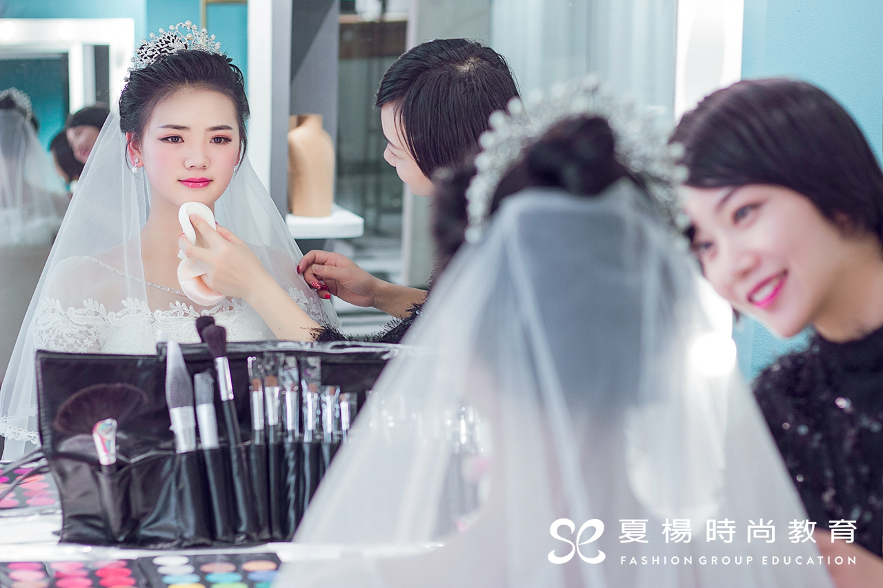 夏杨美学教育-零基础化妆班学员作品